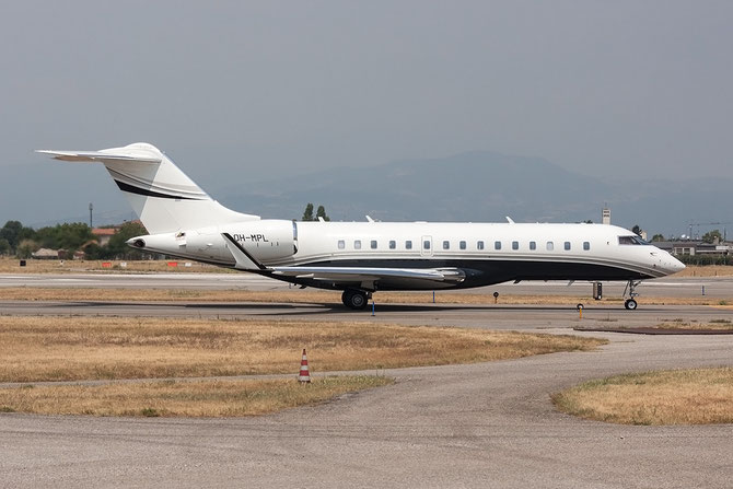 OH-MPL Global 6000 9553 Airfix Aviation Oy @ Aeroporto di Verona © Piti Spotter Club Verona