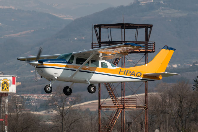 I-IPAQ (new livery) - Cessna TU206G T206 U20604390 @ Aeroporto Verona Boscomantico © Piti Spotter Club Verona