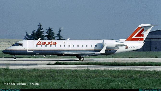 Il CRJ1 di Lauda Air, OE-LRF, ripreso in una delle due rotazioni giornaliere su Vienna.