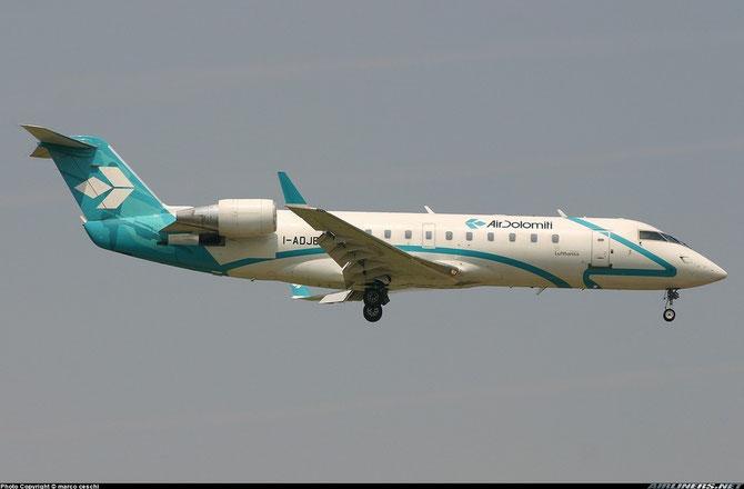 Air Dolomiti introduce in flotta il CRJ200 tra il 2001 e il 2002, rimanendovi fino al 2005