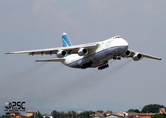 Antonov Airlines - Antonov An-124-100M-150 Ruslan - UR-82009 @ Aeroporto di Verona © Piti Spotter Club Verona