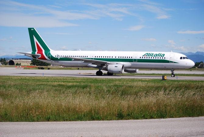 EI-IXH A321-112 940 Alitalia