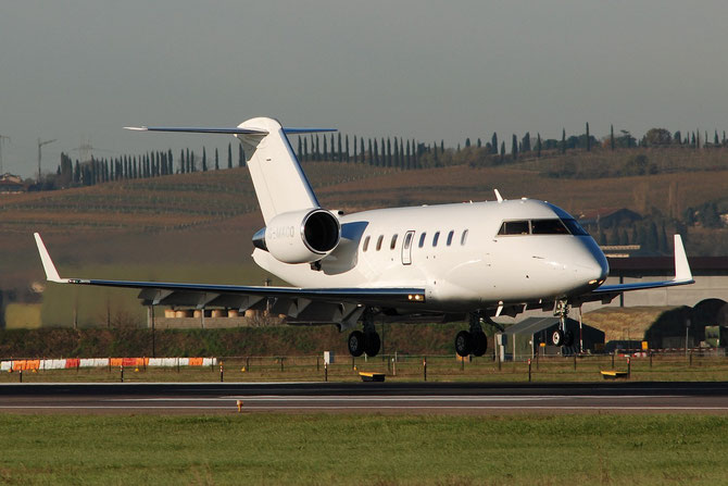 G-MACO CL-605 5733 Zenith Aviation Ltd.