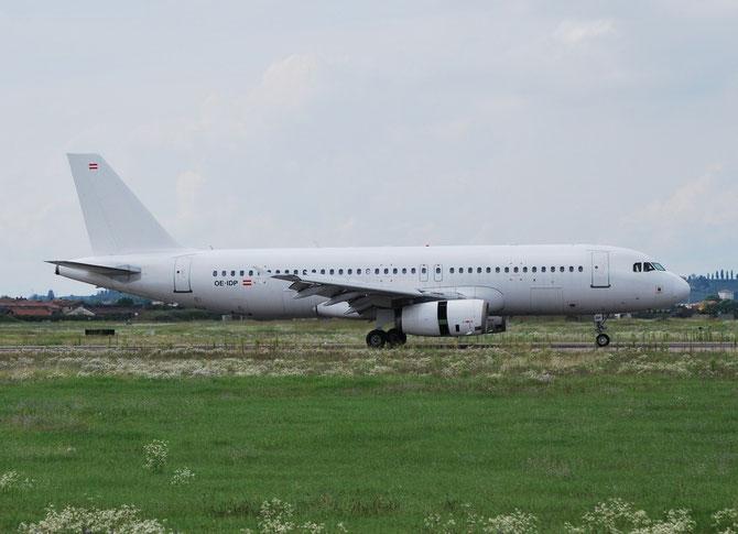 OE-IDP A320-233 2118 White