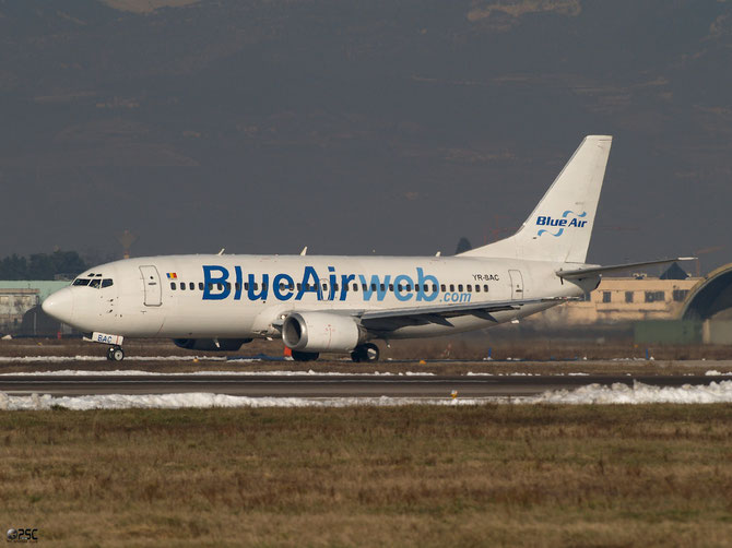 YR-BAC B737-377 23653/1260 Blue Air