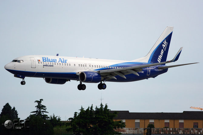 YR-BIC B737-8BK 33019/1502 Blue Air
