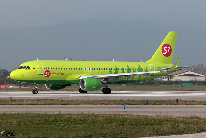 VP-BOM A320-214 6171 S7 Airlines