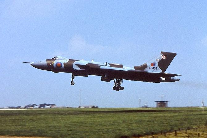 XL426  Vulcan B2 -- Southend