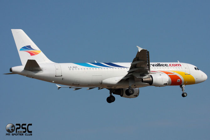LZ-BHC A320-212 349 BH Air - Balkan Holidays International