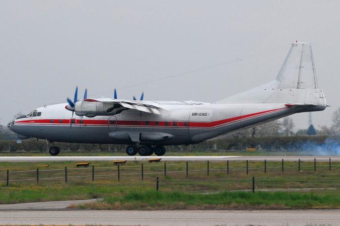 UR-CAG Antonov An-12BK AN12 9346904 69-04 UKL - Ukraine AirAlliance @ Aeroporto di Verona © Piti Spotter Club Verona
