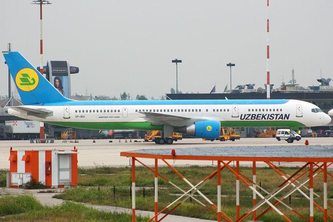 VP-BUI B757-231 28487/878 Uzbekistan Airways @ Aeroporto di Verona © Piti Spotter Club Verona