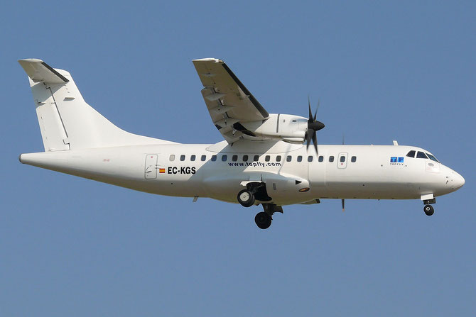 EC-KGS ATR42-300 080 Top Fly @ Aeroporto di Verona © Piti Spotter Club Verona
