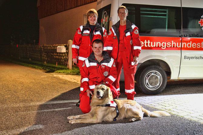 Hundeführer Robert Bergk mit Rettungshund Marley