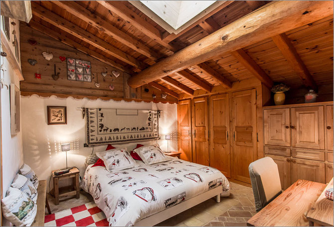 une chambre avec un lit en 160 cm