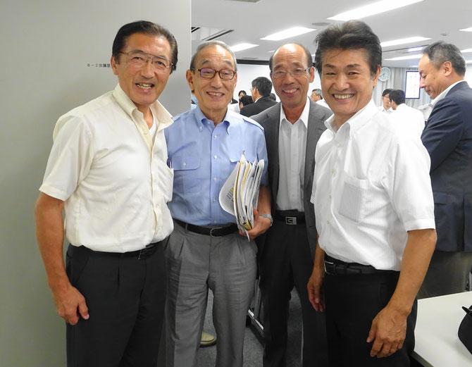 小嶋光信理事長と記念写真