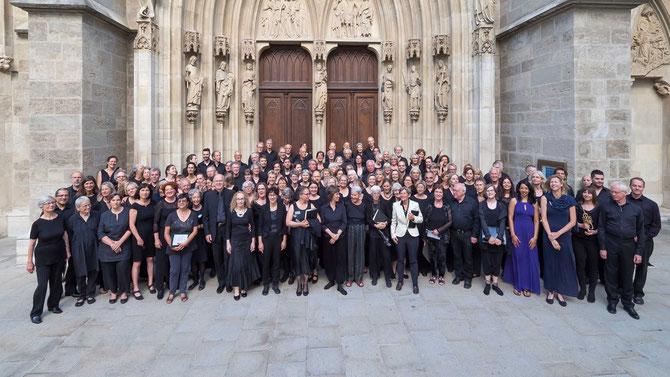 """150 Sänger und Musiker aus vielen Ländern der Welt führen Johann Sebastian Bachs Meisterwerk """"Messe in h-moll"""" in der wunderschönen Minoritenkirche in Wien auf und nutzen die transformative Kraft der Musik, um so die Seelen der Menschen zu berühren"""