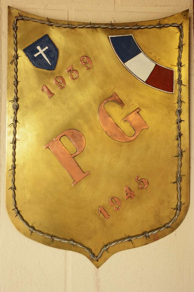 Plaque en souvenir des prisonniers 39-45 a l'interieur de la chapelle, Réalisé par Pierre CORFEC