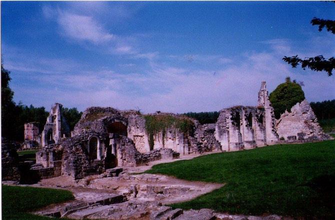 L'Abbaye de Vauclaire détruit pendant la bataille du chemin des Dames ( Aisne )A voir également la Caverne du Dragon : une gigantesque carrière souterraine qui traverse le plateau de part en part,