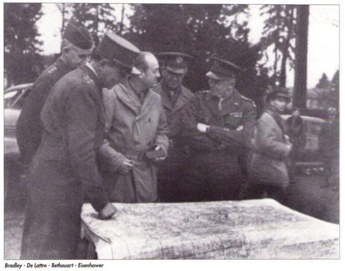 Au centre sur la photo le Général BETHOUART  Comandant le 1er Corps d'Armée