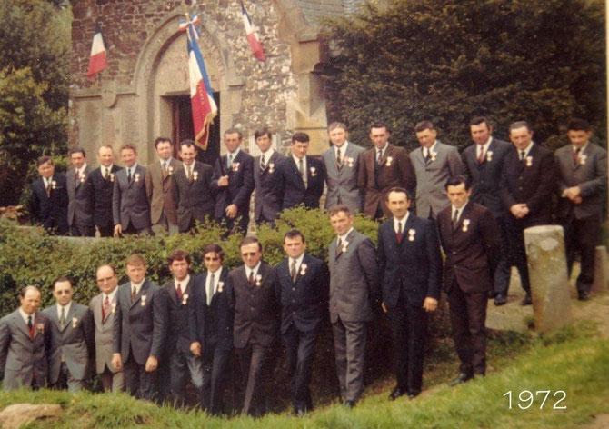 L'association  créer en 1972 a reçu son drapeau des mains de Msr le Maire Pierre Lefeuvre (voir sur le Header)certains nous ont quittés on ne les oublie pas