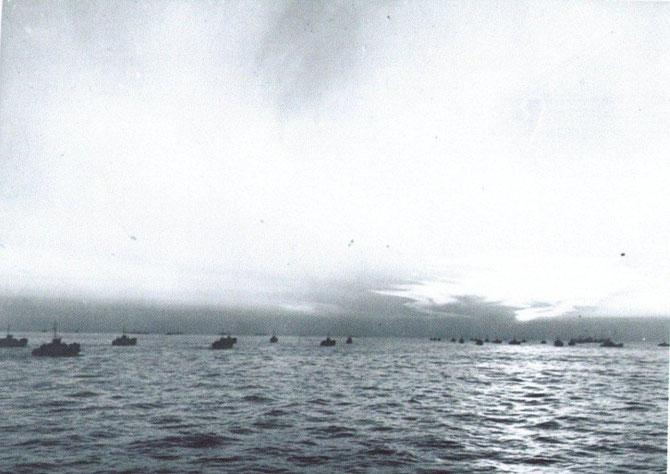 En Mer Méditéranée,convoi maritime à l'approche des côtes de provence