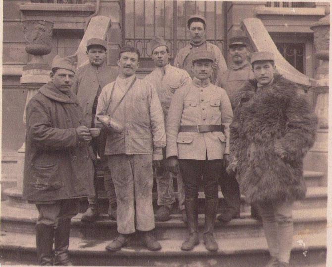 Parmi les chauffeurs qui on conduit un camion pendant la guerre un jeune de Monterfil Pierre Lecomte du village de la Barre