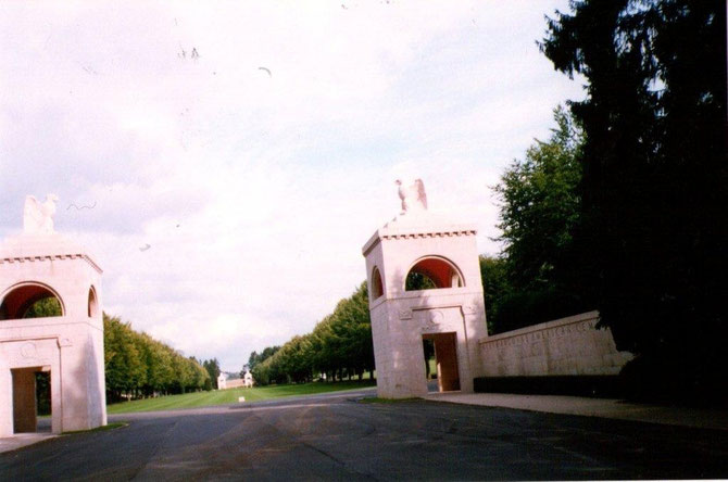 Entrée du cimetière,: on y retrouve un ossuaire de plus 20 000 soldats non identifiés