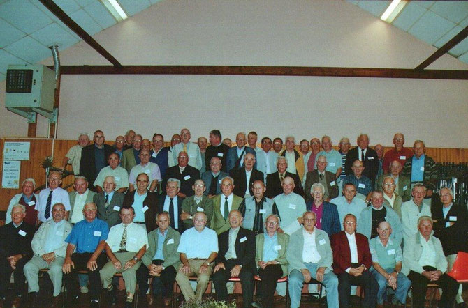 Les anciens du 1er Bataillon du 117ème RI se sont rencontrés à Monterfil en 2006