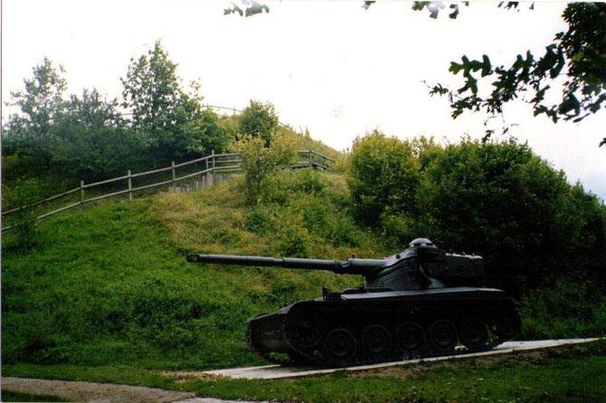 Un char Français moderne(1939) réclamé par le Colonel Charles De Gaulle. Le front  Populaire avait lancé un important programme militaire  un peu trop tardivement