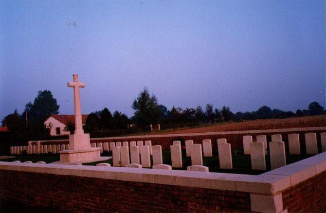 Cimetière britanique au milieu des champs dans la Somme et Pas-de-Callais