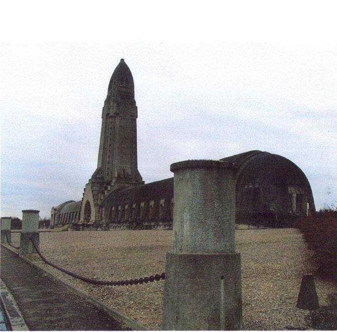 Impressionnant Ossuaire de Douaumont: Meuse