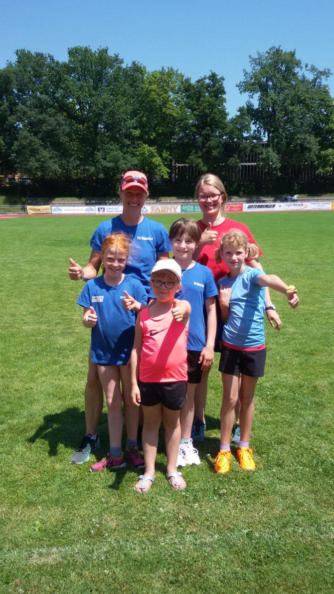 Kinderleichtathletik v. li nach re: Xenia Hund, Amelia Kutz, Jule Schad, Mara Tränkle mit Trainerinnen Karin Straub und Jessica Kutter