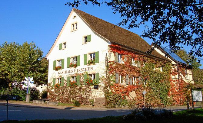 Bild: Gaststätte Hirschen im Herbst