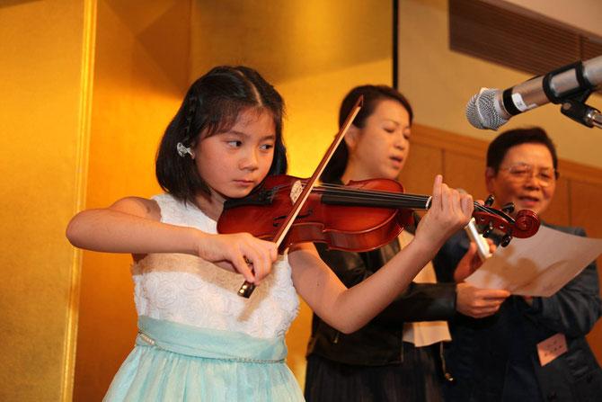 写真:バイオリン演奏