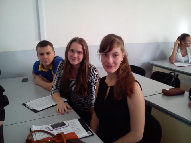 Тимошенко Ольга и Ильина Александра перед выступлением на сеции литературы