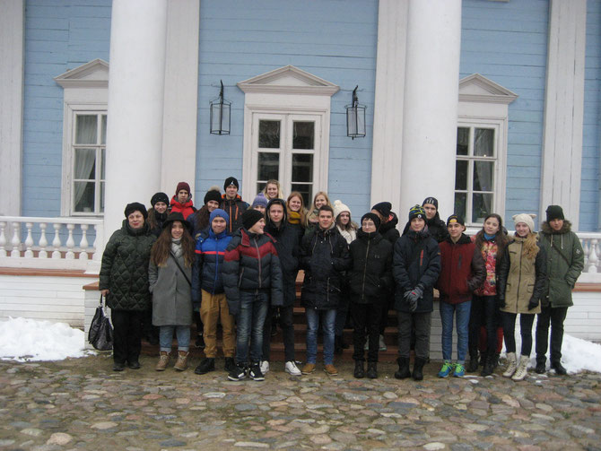 Смоленская область, Ельнинский район, у дома композитора М.И.Глинки в селе Новоспасском.