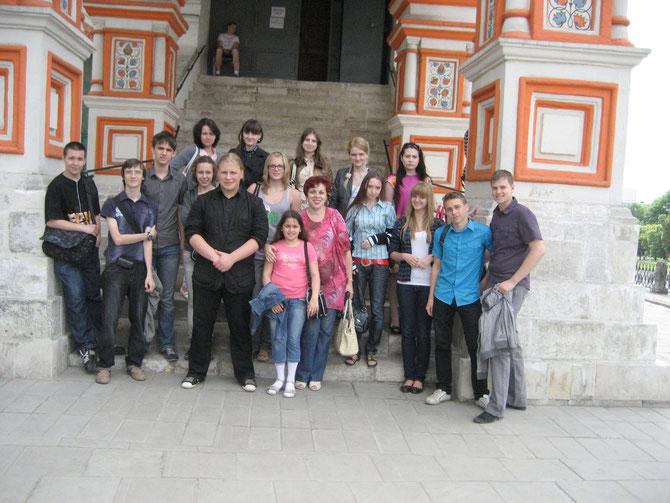 У Покровского собора. Июнь 2011 года.