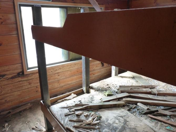 Durch die Eruption verursachte Schäden in der Hütte