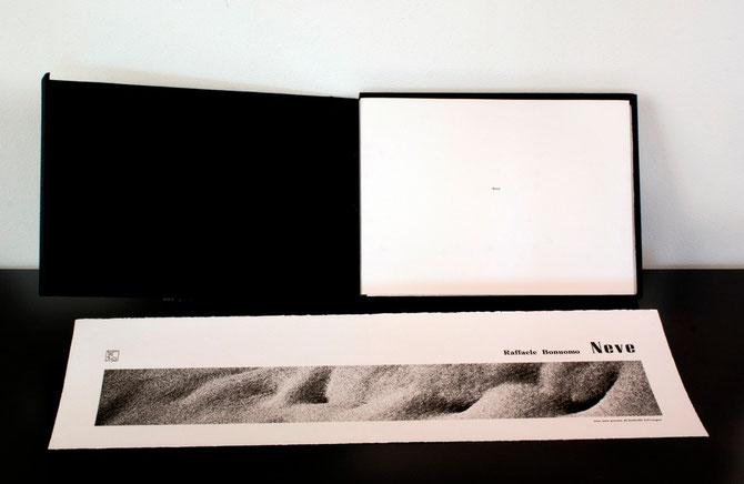 il cofanetto contenente il libro e il frontespizio a doppia pagina