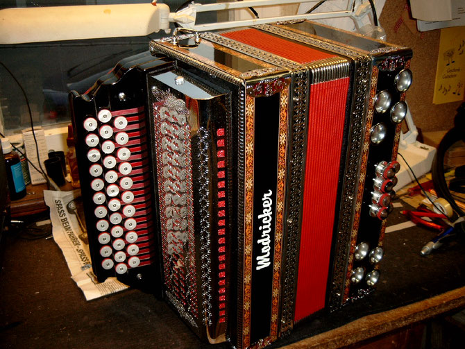 Steierische Harmonika 3 reihig, 4 reihig, 2 chörig, 3chörig verschiedene Design, Holzfurnier