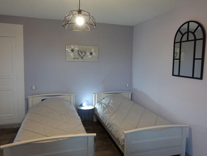 La chambre du rez de chaussée avec ses nouveaux lits, de 90  !