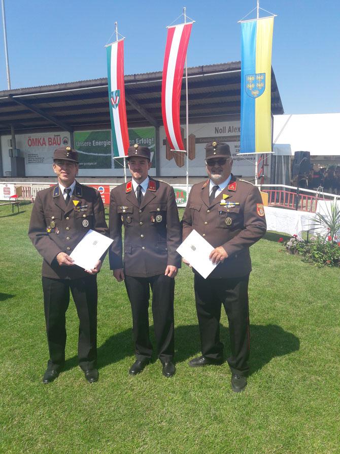 Verleihung von Ehrenzeichen für 25 und 40 Jahre verdienstvolle Tätigkeit im Feuerwehrwesen