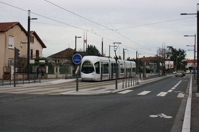Rame Citadis de la ligne T5 à la station ZI-Parc du Chêne. Cliché Alain Cribier, 9 janvier 2014