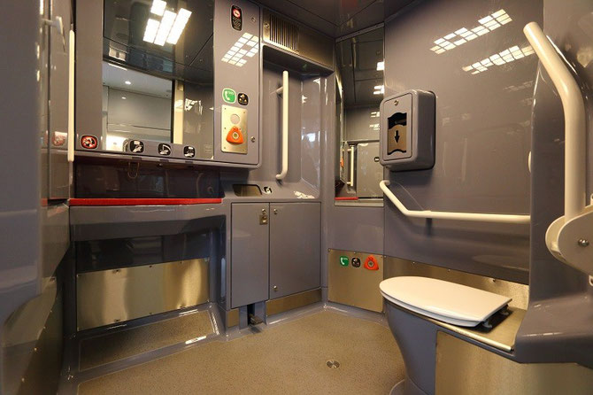 Les toilettes répondent aux dernières normes en vigueur concernant leur accès par les voyageurs à mobilité réduite