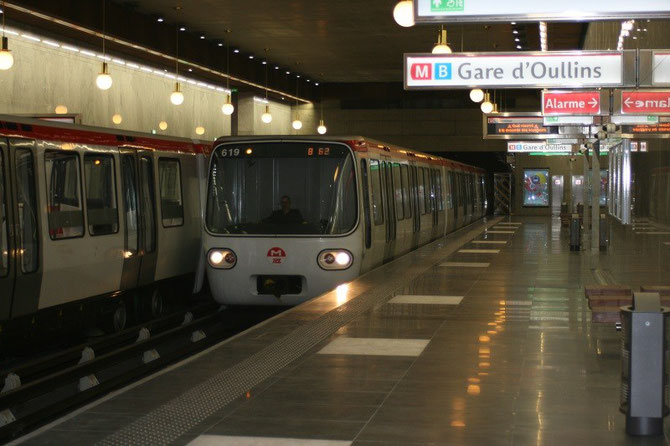 Le jour de l'inauguration, arrivée de la rame 619 au nouveau terminus de la gare d'Oullins. Cliché Alain Cribier