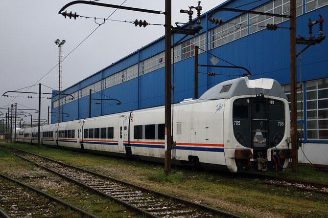 Rame Talgo des chemins de fer bosniaques garée sans utilisation aux ateliers de Sarajevo-Rajlovac