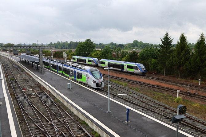 La rame Régiolis B 84507/84508 en gare de Laon, en compagnie d'autorails X 73500, le 26 mai 2014. Cliché Pierre BAZIN