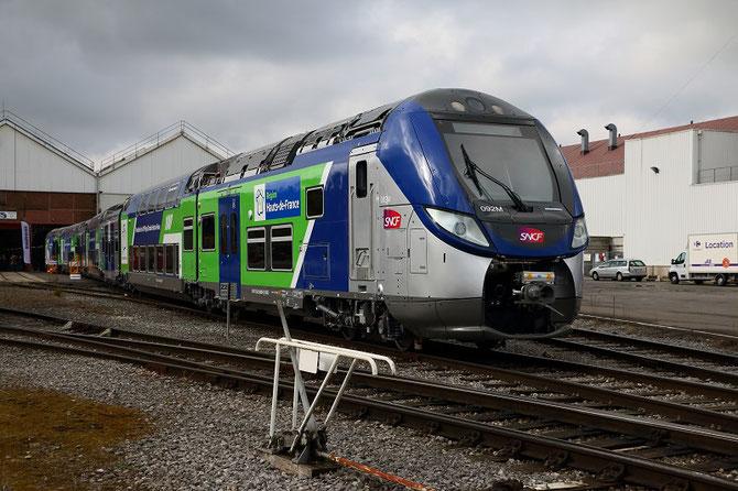 La 100ème rame Regio2N, dans la nouvelle livrée de la région Hauts-de-France, à la sortie de l'atelier de finition, après la cérémonie officielle de présentation du 17 ocotbre 2016.