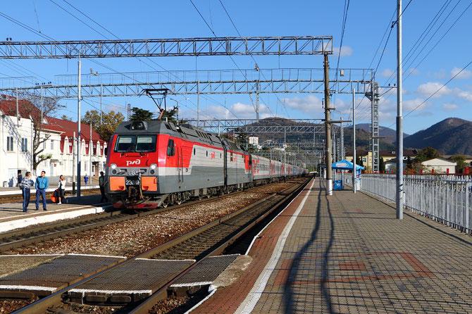 Train à destination de Sochi et Adler en gare de Tuapse, près de la Mer Noire