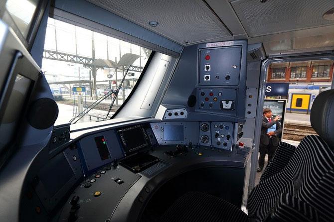 photo cabine de conduite automotrice Regio 2N Bombardier